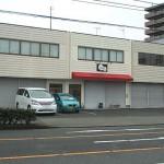 国道2号線沿いの倉庫付事務所物件。