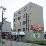 姫路駅南の大通りからすぐの貸店舗。