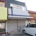 店舗前駐車場2台分付、使いやすい広さの店舗付住宅物件。