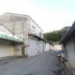 高岡小学校近く、駐車場付き2階建ての倉庫物件。