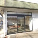 アクセス良好!よく目立つ場所に建つ店舗・事務所物件。