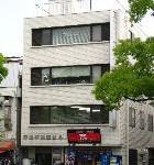 姫路駅近く、大手前通り沿いに建つ事務所物件。