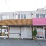 南今宿、2号線沿いにある2階建ての店舗物件。