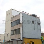 JR姫路駅より徒歩5分、角地に建つ店舗・事務所物件。