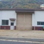 JR播但線 砥堀駅近く、野里街道沿いにある事務所付の大型倉庫物件。