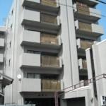 姫路駅徒歩圏内、電動シャッター付の駐車場・倉庫物件。