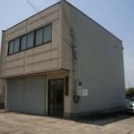 山電 天満駅近く、戸建の倉庫付事務所物件。