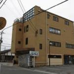 建物2階、広々としたエアコン付の店舗・事務所物件。