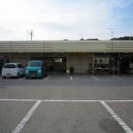 駐車場付、スーパー隣接の店舗・事務所物件。