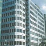 JR元町駅より南へ約350m、エレベーター・エアコン付の事務所物件。