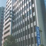 神戸中央郵便局前、栄町通沿いにある角部屋の事務所物件。