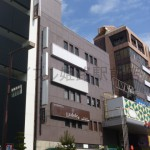 姫路駅前徒歩すぐ、とても視認性の高い店舗・事務所ビルです。