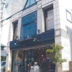 2号線近くの広々とした2階建て店舗物件。
