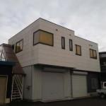 姫路バイパス西インターすぐ、2階建て倉庫付事務所物件。