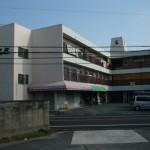 主要道路沿い、駐車場1台付の店舗・事務所物件。