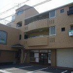飾磨駅より徒歩3分、好立地店舗・事務所物件。