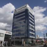 姫路市役所より徒歩5分、ミラー効果による優れたデザインビルの事務所物件。